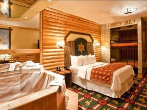 hotel-fantasyland-canada-4