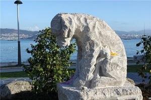 Monumento al perro abandonado de Moaña
